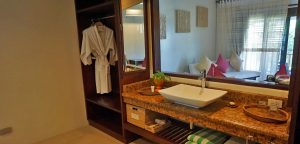 Amun Ini Beach Resort Bathroom