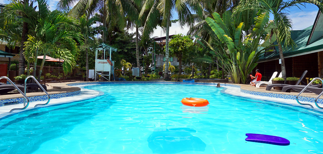 Dumaluan Beach Resort Swimming Pool