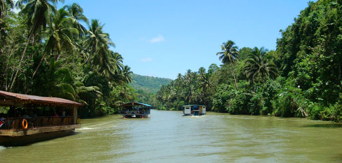 Bohol Tourist - Loboc River in Bohol Philippines