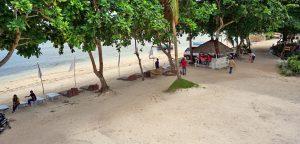 Momo Beach House White Beach
