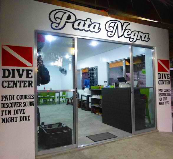 Pata Negra Dive Center in Panglao
