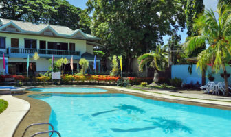 Tr3ats Guest House Bohol - Philippines
